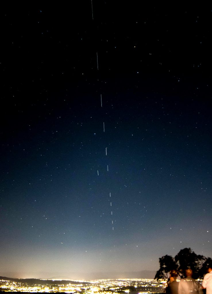 https://www.reddit.com/r/Starlink/comments/e6eob2/starlink_over_canberra_last_night_amazing_sight/